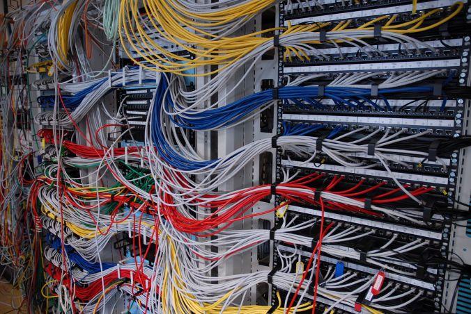 Servers_at_LAAS_(FDLS_2007)_0389